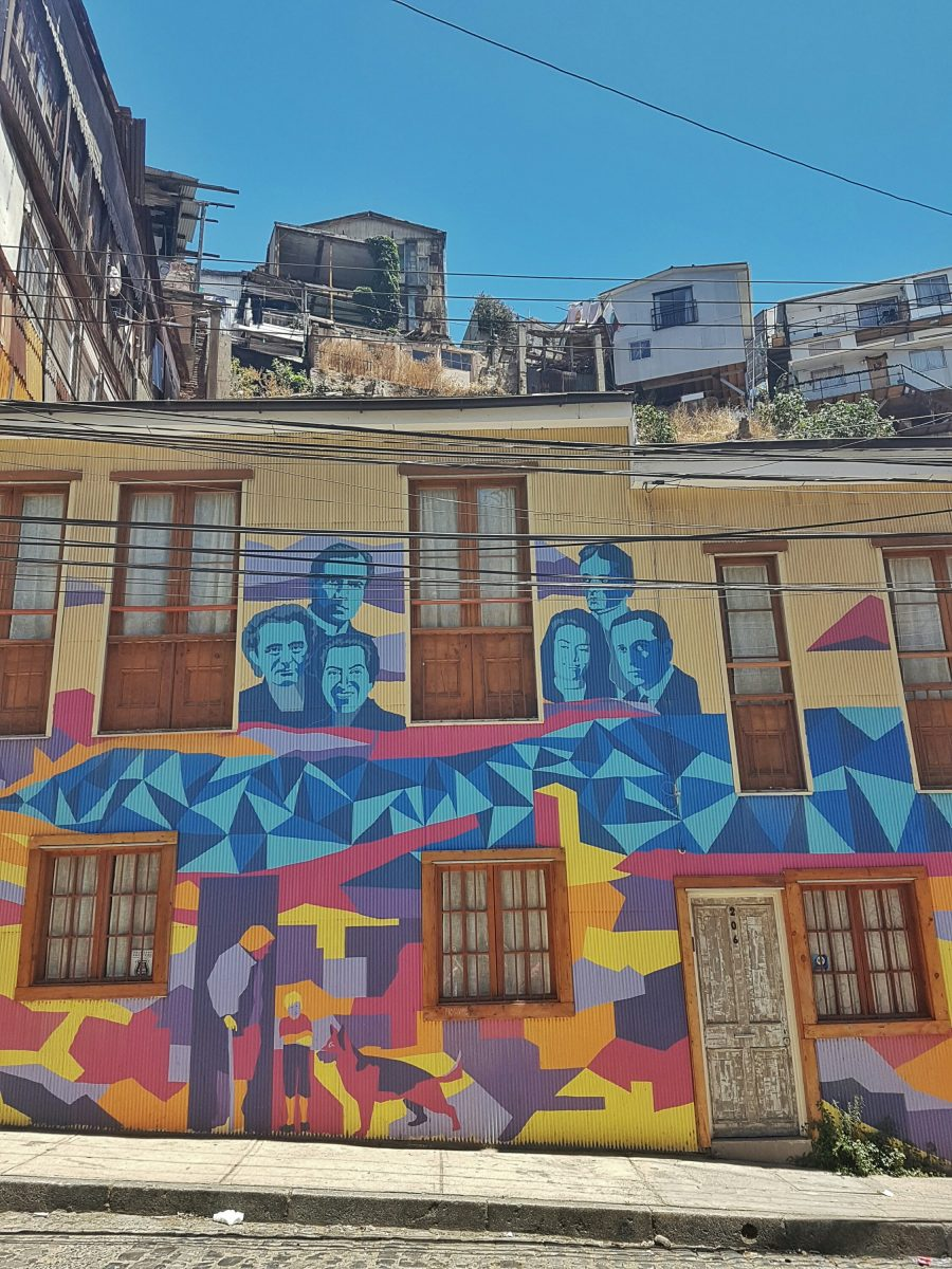 "<img src=""images/"" width=""800"" height=""600"" alt=""valparaíso - poetical street art 1873401571 - Chile: Valparaíso, Mountains, Murals and Music."">"