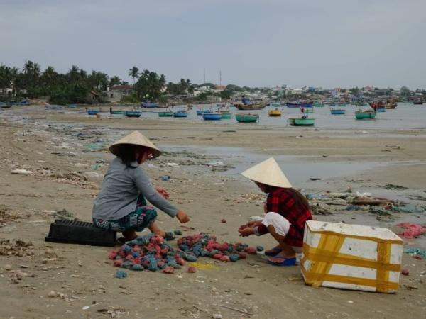 "Mui Ne <img src=""images/"" width=""800"" height=""600"" alt=""mui ne - ive got crabs mary 600x450 - Vietnam: Show Me The Mui Ne"">"